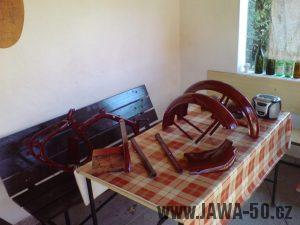 Renovace Jawa 550 Pionýr z roku 1958 - nalakované díly