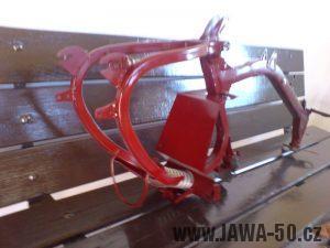 Renovace Jawa 550 Pionýr z roku 1958 - nalakovaný rám