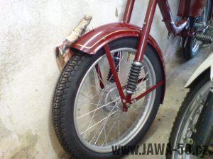 Renovace Jawa 550 Pionýr z roku 1958 - přední kolo s blatníkem