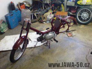 Renovace Jawa 550 Pionýr z roku 1958 - skládání rámu a motoru