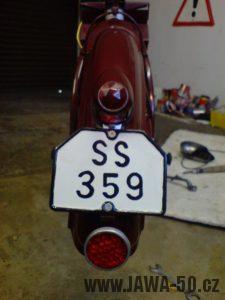 Renovace Jawa 550 Pionýr z roku 1958 - montáž registrační značky
