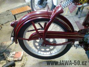 Renovace Jawa 550 Pionýr z roku 1958 - montáž zadního kola