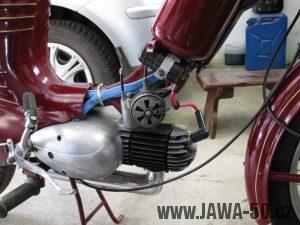 Renovace Jawa 550 Pionýr z roku 1958 - zapojování elektroinstalace, vedení kabeláže