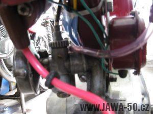 Renovace Jawa 550 Pionýr z roku 1958 - elektroinstalace pod nádrží