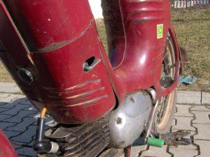 Motocykl Jawa 550 Pionýr (Pařez) z roku 1958 v původním stavu - dvířka prsíček, palivový kohoutek