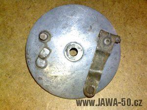 Novější brzdový štít motocyklu Jawa 05 Pionýr s páčkou venku (od roku 1964)