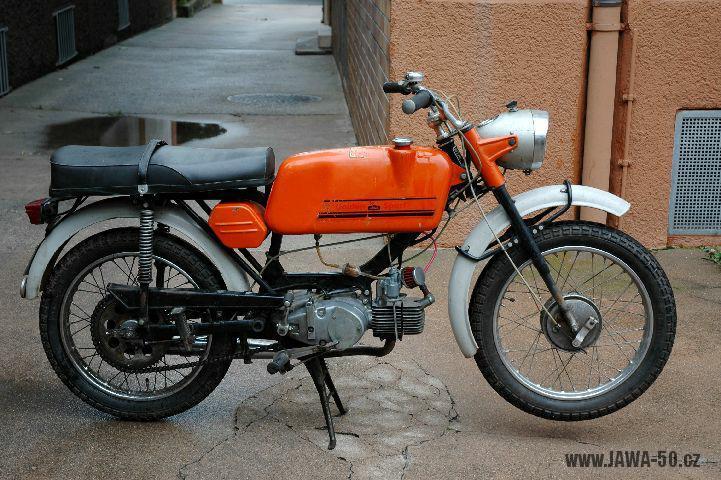 Vývozní Jawa 23B Golden Sport pro Velkou Británii (1974)