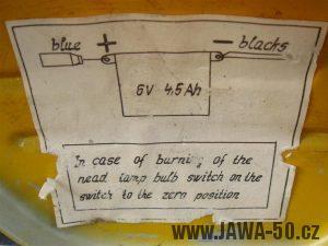 Jawa 50 typ 23A Golden Sport - tištěný popis zapojení baterie na dvířkách kastlíku nářadí