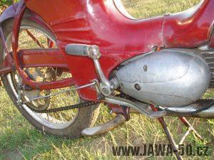 Jawa 50 typ 550 Pionýr (pařez) z roku 1958 v původním stavu - motor a brzdová páka