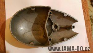 Tlakový odlitek víka motoru Jawa 550 se starým mechanismem vypínání spojky