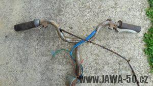 První provedení vlaštovek řídktek motocyklu Jawa 550 Pionýr (pařez)
