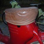 Bakelitový šroub zajištění sedadla Jawa 550 pionýr (pařez)
