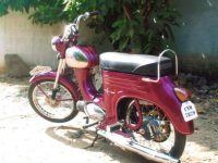 """Motocykl Yezdi Jet """"B"""" Series s jednodužším blatníkem"""