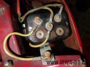 Kontaktnice (víčko) baterií Jawa 550 - třetí varianta
