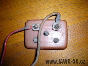 Atypická kontaktnice baterií z roku 1955