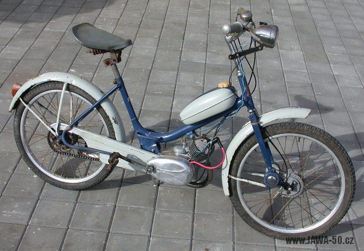 Moped Stadion S11 (Jawa 552) se starším provedením přední vidlice
