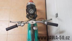 Exportní motocykl Jawa 50 typ 23 Mustang do Francie se sníženým výkonem a netradiční zelenou barvou