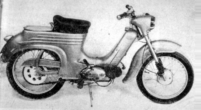 Slovenský prototyp Motocyklu Jawa 555 zprava