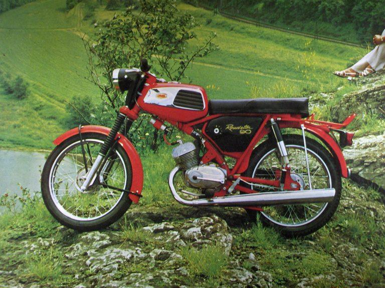 Motocykl SK-90 (Jawa 90) typ 31 Roadster s novějším typem nádrže