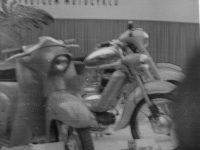 Vystavený prototyp motocyklu Jawa 555 Pionýr na Mezinárodním strojírenském veletrhu v Brně v září 1957
