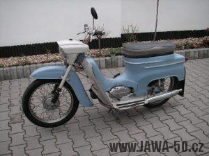 Jawa 20 z roku 1970 v odstínu Holubí modř