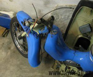 Motocykl Jawa 05 z roku 1962 v původním stavu - rozebírání