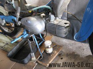 Motocykl Jawa 05 z roku 1962 v původním stavu - motor