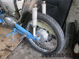 Motocykl Jawa 05 z roku 1962 v původním stavu - zadní kolo