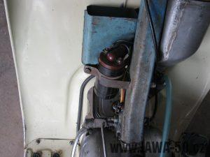 Motocykl Jawa 05 z roku 1962 v původním stavu - schránka na nářadí a indukční cívka