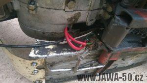 Jawa 05 export do Kanady a USA - vedení kabelů k brzdovému spínači