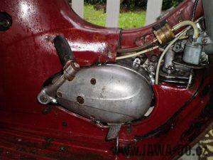 Vývozní (exportní) motocykl Jawa 50 typ 05 Pionýr z roku 1963 pro USA a Kanadu s ukazateli směru, brzdovým světlem a plexi štítem - motor zprava