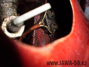 Vývozní (exportní) motocykl Jawa 50 typ 05 Pionýr z roku 1963 pro USA a Kanadu s ukazateli směru, brzdovým světlem a plexi štítem - umístění brzdového spínače