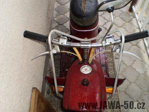 Vývozní (exportní) motocykl Jawa 50 typ 05 Pionýr z roku 1963 pro USA a Kanadu s ukazateli směru, brzdovým světlem a plexi štítem - držák plexi štítu