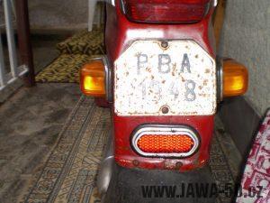 Vývozní (exportní) motocykl Jawa 50 typ 05 Pionýr z roku 1963 pro USA a Kanadu s ukazateli směru, brzdovým světlem a plexi štítem - registrační značka a odrazka