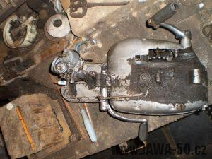 Vývozní (exportní) motocykl Jawa 50 typ 05 Pionýr z roku 1963 pro USA a Kanadu s ukazateli směru, brzdovým světlem a plexi štítem - motor