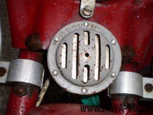 Vývozní (exportní) motocykl Jawa 50 typ 05 Pionýr z roku 1963 pro USA a Kanadu s ukazateli směru, brzdovým světlem a plexi štítem - bzučák (klakson)