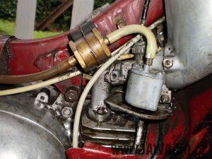 Vývozní (exportní) motocykl Jawa 50 typ 05 Pionýr z roku 1963 pro USA a Kanadu s ukazateli směru, brzdovým světlem a plexi štítem - karburátor Jikov 2915