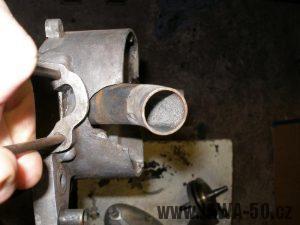 Upravený motor Jawa 05 s rotačním šoupátkem - hrdlo sání