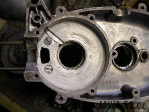 Upravený motor Jawa 05 s rotačním šoupátkem - pravý karter