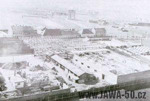 Polovina třicátých let - rozvoj továrny