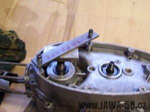 Použití přípravku rozpulováku motoru Jawa 50