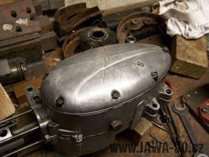 Téměř složený motor