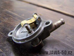 Víčko karburátoru Jikov 2917 PSb s plíškem uzavírajícím ventil