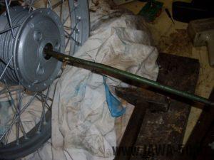 Vyklepnutí hmoždinky s ložiskem z náboje kola