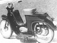 Černá oskútrovaná Jawa 555