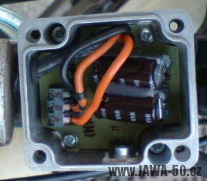 Oddělená verze 12V regulátoru napětí (dobíjení) alternátoru Jawa 50 Pionýr v krabičce