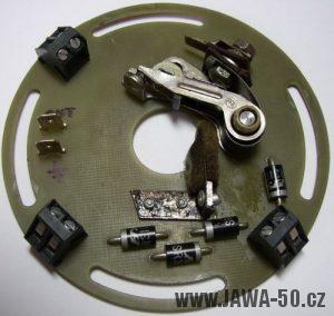Kontaktní deska s usměrňovačem čtyřpólového statoru zapalování Jawa 20