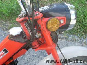 Vývozní moped Jawa 50 typ 207-356 Babetta - detail světlometu s odrazkami