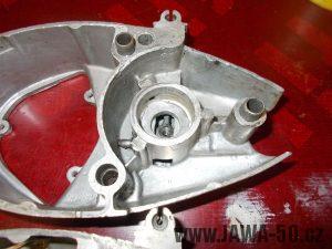 Pravé víko motoru Jawa 20 s vypínacím mechanismem spojky
