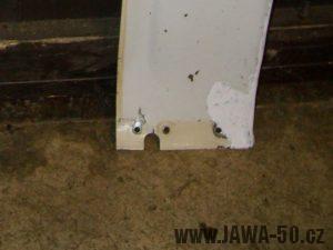 Jawa 05 ochranný štít (revmaplech) - vyříznutí pro brzdovou páku na hlavním plechu
